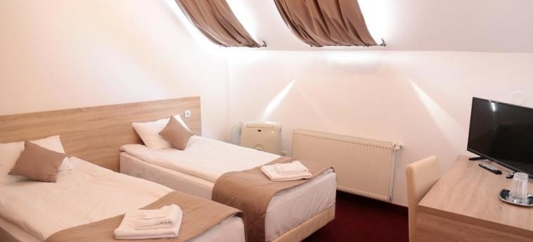 Hotel Apollonia: Gastzimmer Blick BRASOV