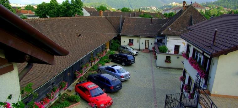 Hotel Pensiunea Luiza: Parcheggio BRASOV