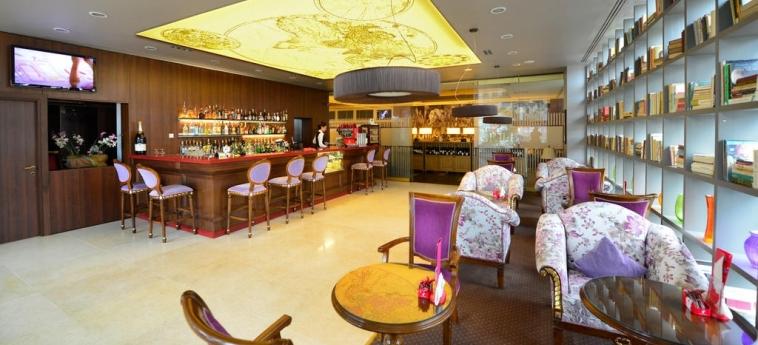 Hotel Ramada Brasov: Bar de l'hôtel BRASOV
