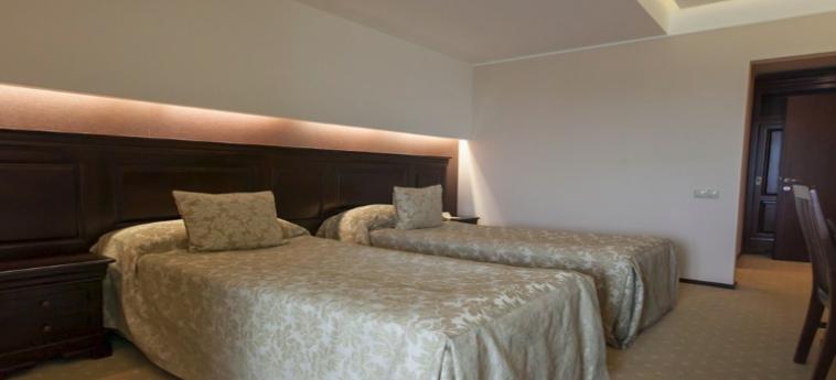 Hotel Alpin Resort: Chambre jumeau BRASOV