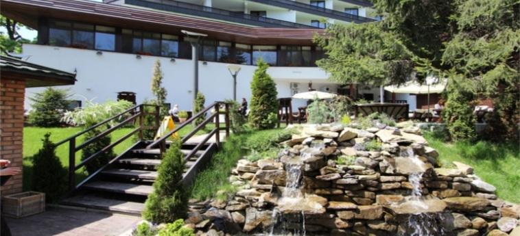 Hotel Alpin Resort: Patio BRASOV