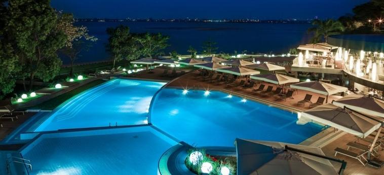 Hotel Radisson Blu M'Bamou Palace: Piscina BRAZZAVILLE