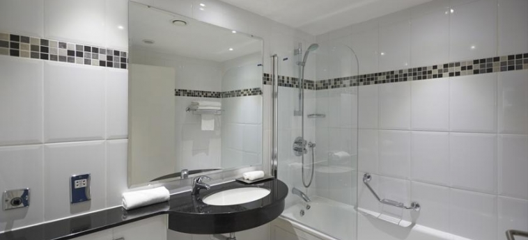 Doubletree By Hilton Hotel Bristol North: Bathroom BRISTOL