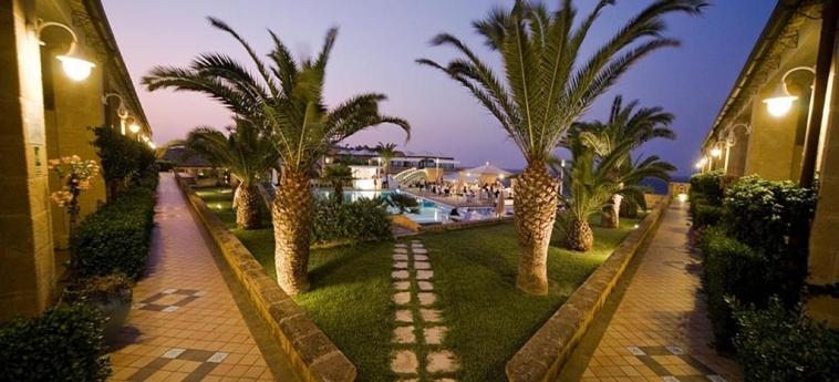 Hotel Venus Sea Garden: Giardino BRUCOLI - SIRACUSA