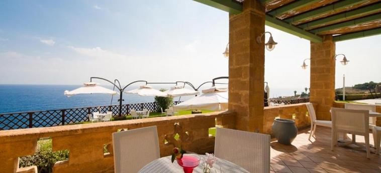 Hotel Venus Sea Garden: Patio BRUCOLI - SIRACUSA