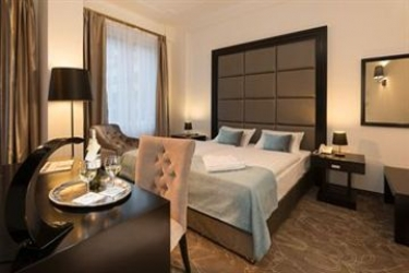 Arcadia Hotel Budapest: Terrain de Tennis BUDAPEST
