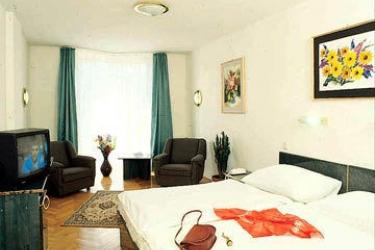Hotel Bara: Guest Room BUDAPEST