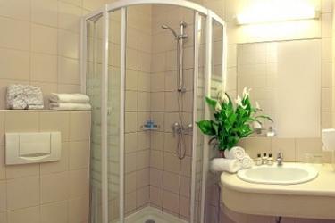 Hotel Pilvax: Cuarto de Baño BUDAPEST