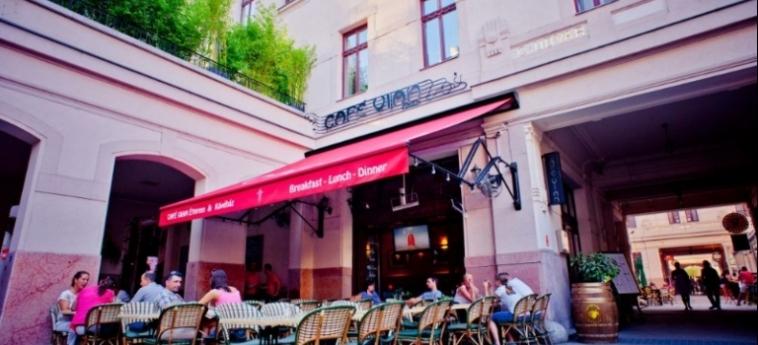 Mango Aparthotel And Spa: Restaurant Exterior BUDAPEST