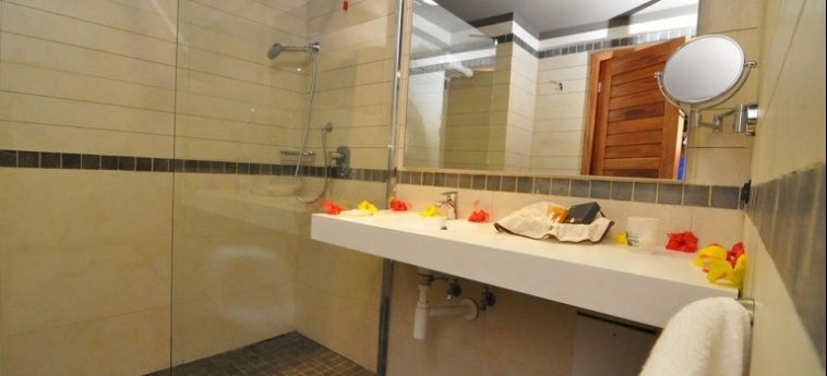 Hotel Club Du Lac Tanganyika: Dreibettzimmer BUJUMBURA