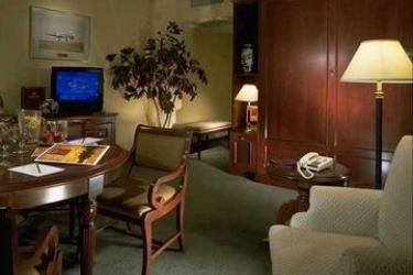 Delta Hotels Calgary Airport In Terminal: Lounge Bar CALGARY