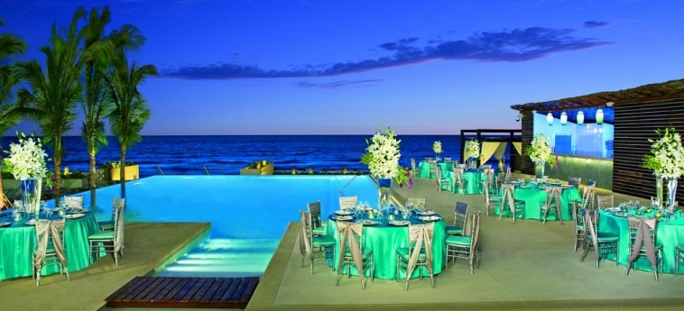 Hotel Secrets The Vine Cancun: Panoramarestaurant CANCUN