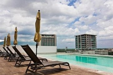 Hotel Barcelona Tower Suite: Signature Lake Side Room CANCUN