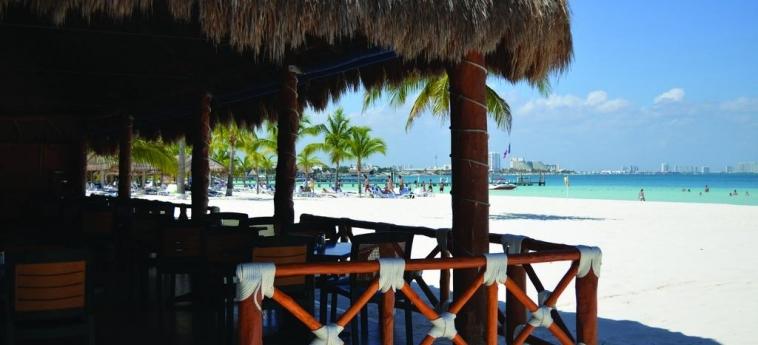 Hotel Beachscape Cancun Kin Ha Villas & Suites: Outdoor Bar CANCUN
