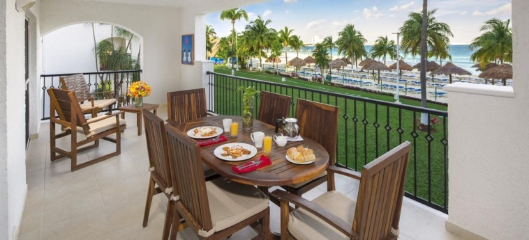 Hotel Beachscape Cancun Kin Ha Villas & Suites: Sundeck CANCUN