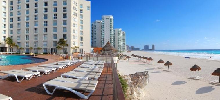 Hotel Sunset Royal Beach Resort: Solarium CANCUN