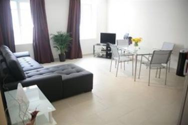 Hotel Suite Affaire Cannes Vieux-Port: Dormitory 8 Pax CANNES