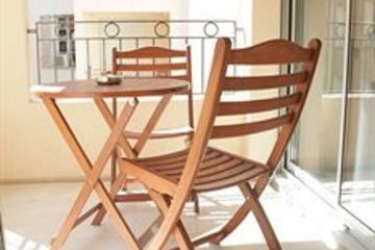 Hotel Suite Affaire Cannes Vieux-Port: Heated Swimmingpool CANNES