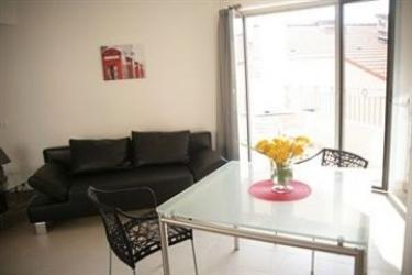 Hotel Suite Affaire Cannes Vieux-Port: Living Room CANNES
