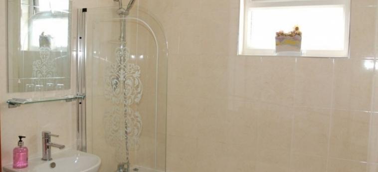 Tanes Hotel: Bagno CARDIFF