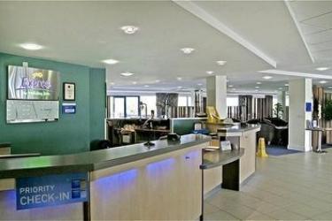 Hotel Holiday Inn Express Cardiff Airport: Lobby CARDIFF