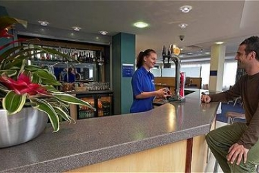 Hotel Holiday Inn Express Cardiff Airport: Lounge Bar CARDIFF
