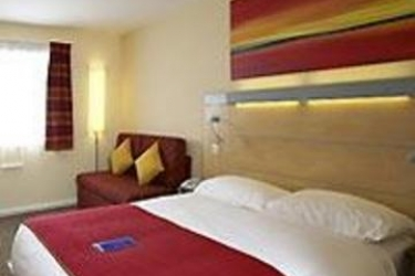 Hotel Holiday Inn Express Cardiff Airport: Schlafzimmer CARDIFF