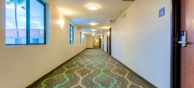 Hotel Holiday Inn Express Carlsbad Beach: Couloir CARLSBAD (CA)