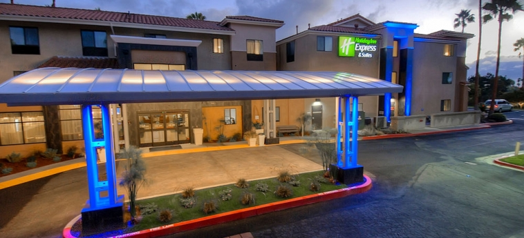 Hotel Holiday Inn Express Carlsbad Beach: Hotel Davor-Abend/Nacht CARLSBAD (CA)