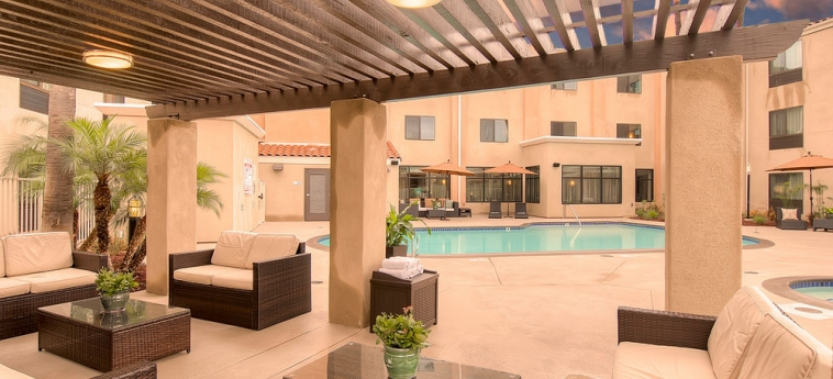 Hotel Holiday Inn Express Carlsbad Beach: Terrasse/Patio CARLSBAD (CA)