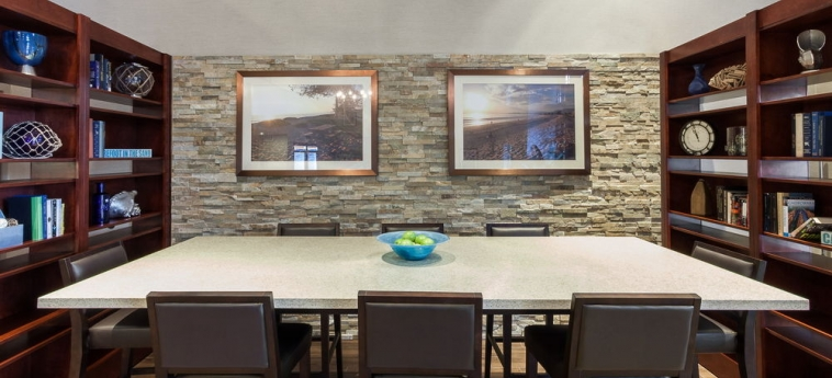 Hotel Holiday Inn Express & Suites: Instalaciones para reuniones CARPINTERIA (CA)