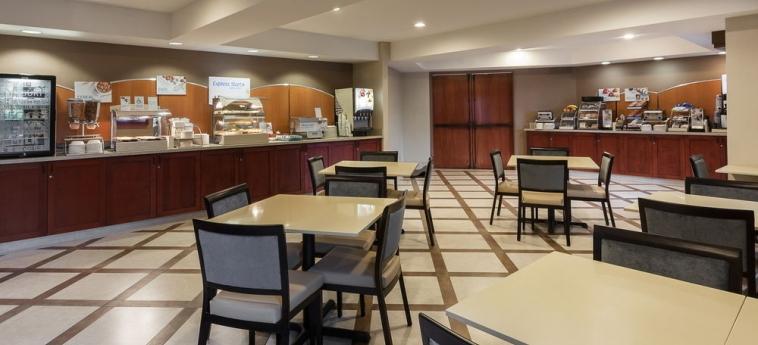 Hotel Holiday Inn Express & Suites: Sala de Desayuno CARPINTERIA (CA)