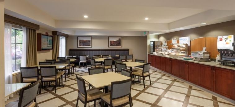 Hotel Holiday Inn Express & Suites: Zona de desayuno CARPINTERIA (CA)
