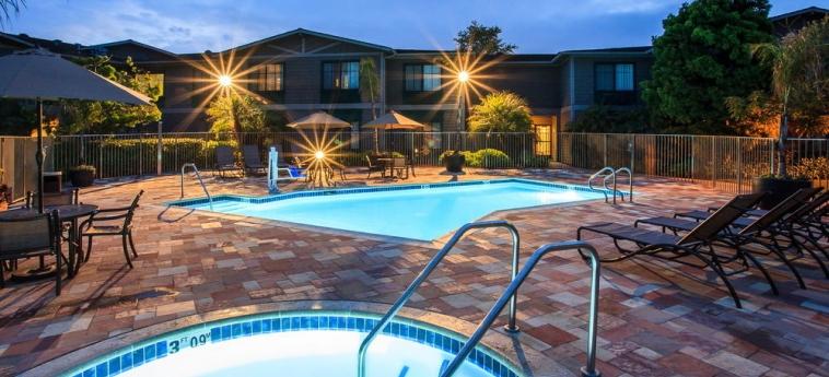 Hotel Holiday Inn Express & Suites: Piscina all'aperto CARPINTERIA (CA)