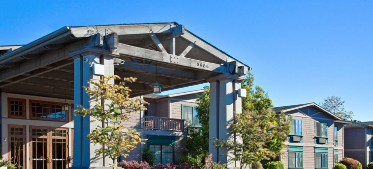 Hotel Holiday Inn Express & Suites: Hotel front CARPINTERIA (CA)