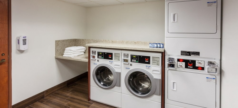 Hotel Holiday Inn Express & Suites: Laundry Room CARPINTERIA (CA)