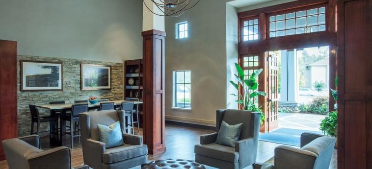 Hotel Holiday Inn Express & Suites: Lobby sitting area CARPINTERIA (CA)