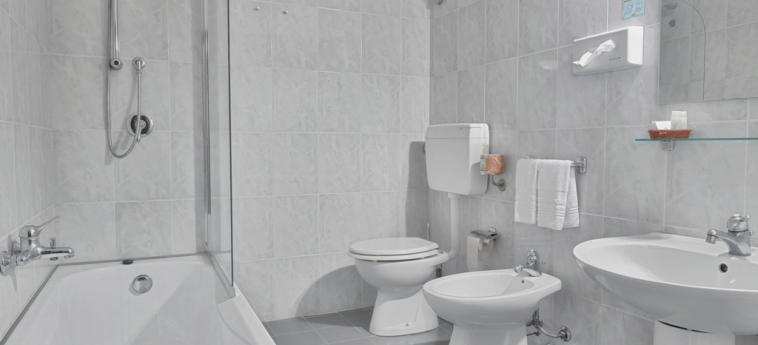 Hotel Al Madarig: Bathroom CASTELLAMMARE DEL GOLFO - TRAPANI