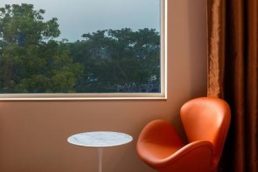 Hotel Holiday Inn Express Mahindra World City: Sala de estar CHENGALPATTU