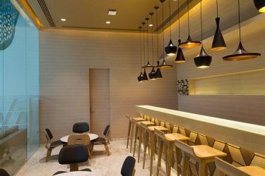 Hotel Holiday Inn Express Mahindra World City: Bar dell'hotel CHENGALPATTU