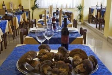 Hotel Tirrenia: Außen Bar CHIANCIANO TERME - SIENA