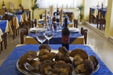 Hotel Tirrenia: Outdoor Bar CHIANCIANO TERME - SIENA