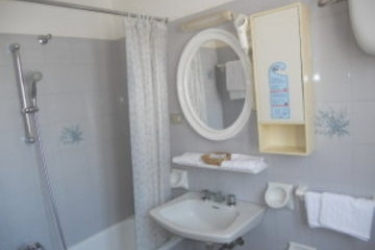 Hotel Villa Maria: Cuarto de Baño CHIANCIANO TERME - SIENA