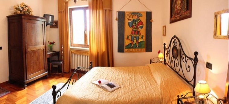 Hotel Villa Sant'uberto Country Inn: Giardino CHIANTI AREA