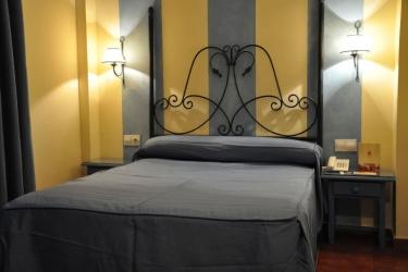 Hotel Alboran : Schlafzimmer CHICLANA DE LA FRONTERA