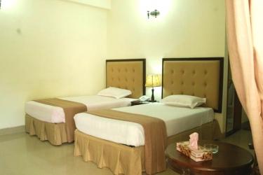 Hotel Ambassador Residency: Vierbett- Zimmer CHITTAGONG