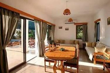 Hotel Z&x Holiday Villas: Lounge Bar CIPRO