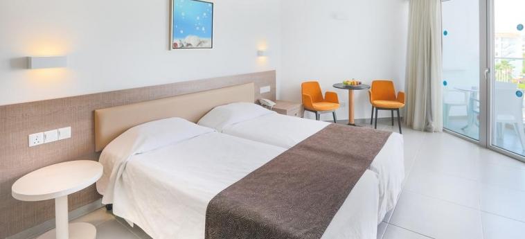 Hotel Vassos Nissi Plage: Chambre jumeau CIPRO