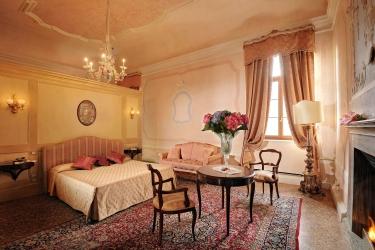 Hotel Castelbrando: Chambre junior Suite  CISON DI VALMARINO - TREVISO