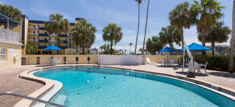 Hotel Days Inn Cocoa Beach: Piscine chauffée COCOA BEACH (FL)